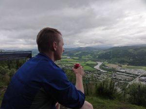 Øyvind med Orkdalen i bakgrunn