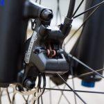 Detaljbilde av bremser foran