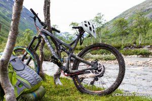 Sykkelen og utstyr på tur