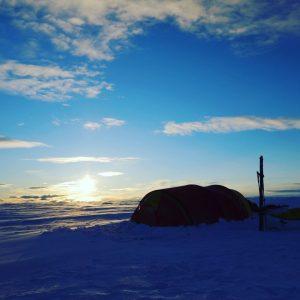 Telt i solnedgang