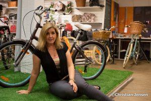 Charlotte og favorittsykkelen